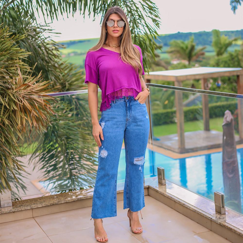 T-shirt Feminina Gola V Malha Podre Com Detalhe em Renda B046